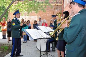 Оркестр из посёлка Караванный придал презентации неповторимы колорит