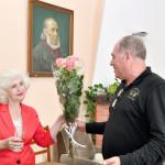 Директор Дома литераторов Виталий Молчанов поздравляет Наталью Кожевникову