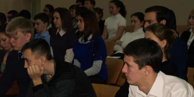 Выступление членов СРП, поэтов — С.Н. Хомутова и С.А.Салдаева в Беляевке (Фото)