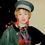 Диана Кан в костюме военного