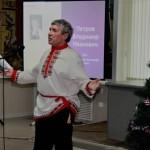 Выступает поэт Владимир Петров