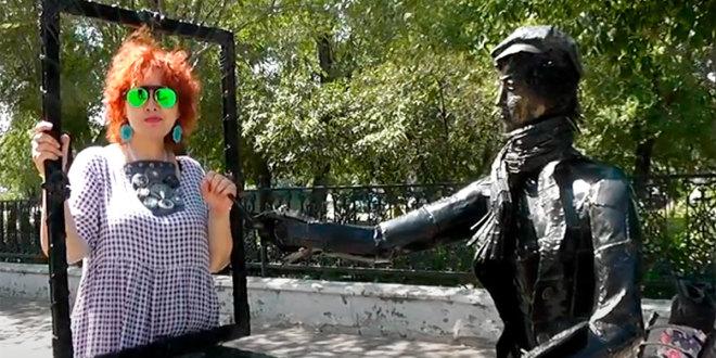 Видеопоэзия. Поэтесса Диана Кан читает авторское шутливое стихотворение